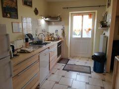 une des 2 entrées et la cuisine