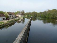 la Cure accolée au Canal du Nivernais