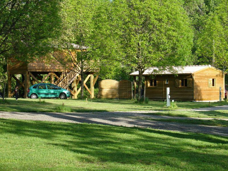 camping avec chalet et cabane sur pilotis