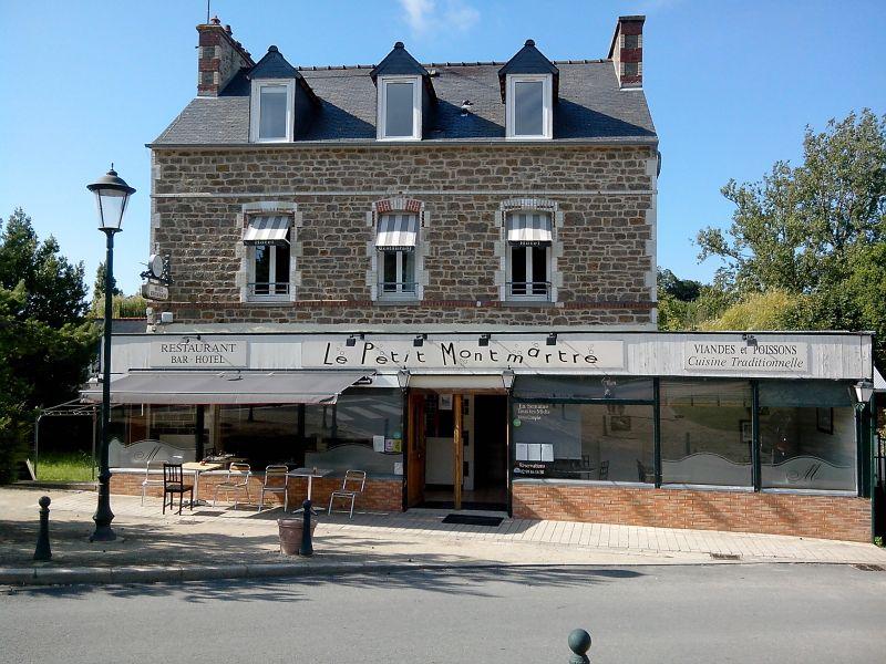 Façade et Terrasse du Petit Montmartre