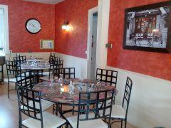 La salle de restaurant intérieure