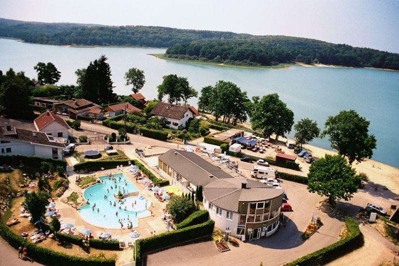 vue aérienne resto-piscine-accueil