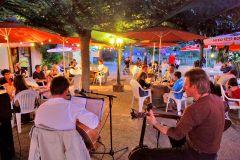 Concert sur la terrasse du bar