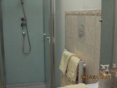 La chambre jaune, salle de douche