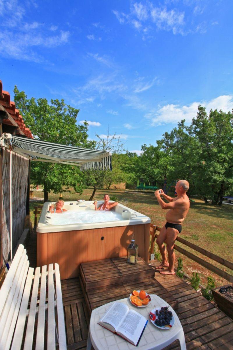 La truffi re gites avec piscine chauff e proche de sarlat for Camping proche sarlat avec piscine