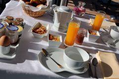 LA MONTAGNE DE BRANCION petit-déjeuner gourmand