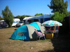 emplacement de camping à 100m de la plage