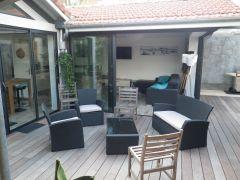 Salon de jardin extérieur et salon ouvert