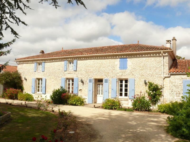 Suite familiale avec piscine le clos de la vigne en sud for Chambre d hotes fr