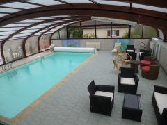 piscine et salon