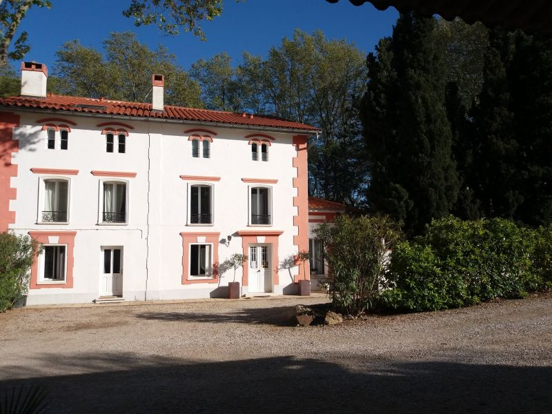 Domaine castell de bl s st genis des fontaines pyr n es for Chambre d hotes pyrenees orientales
