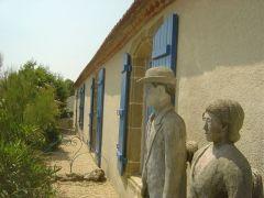 Les Statues de la Famille Léonis.