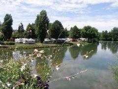 Le camping depuis le pont de la Marne