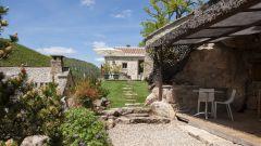 Jardin privatif et loggia avec son coin barbecue