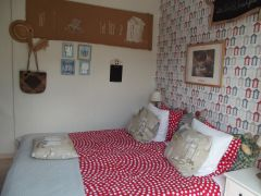 Double or twin room in the chambre d'hôtes Terrasse. Private bathroom