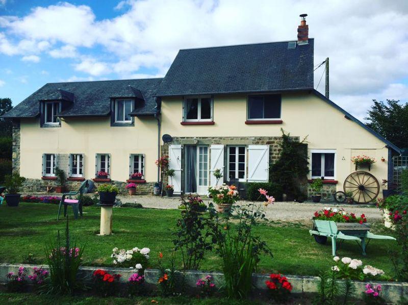 Le chateau jaune gite g te rural for Garage paris normandie flers