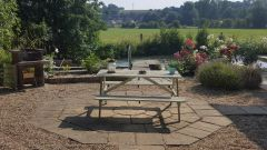 Terrasse à disposition et barbecue