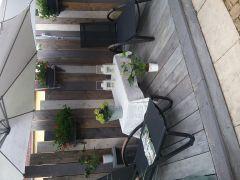 Terrasse avec relax et parasols