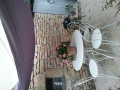 Salon de jardin avec barbecue et voile d ombage