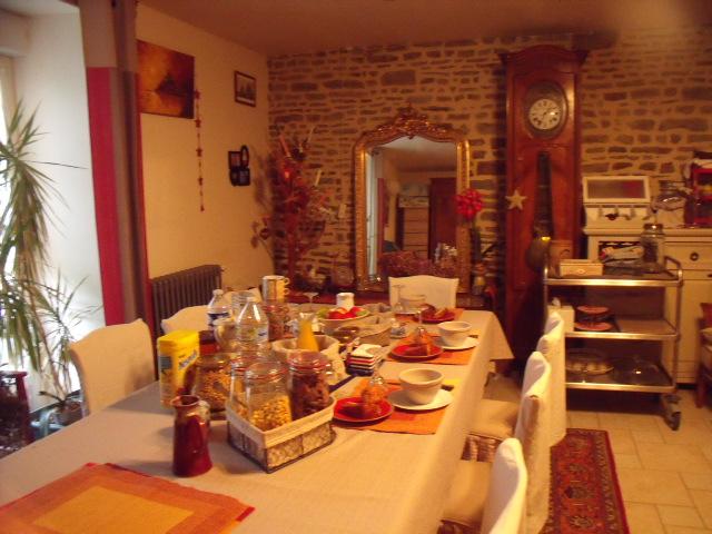 Petit déjeuner dans la maison familiale