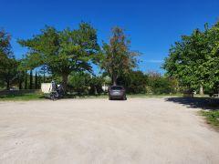 2 grands parkings privés