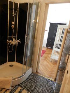une salle de douche