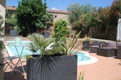 Appartement indépendant calme avec piscine et terrasse au coeur d'un village