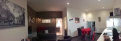 Vue panoramique de la pièce à vivre