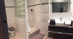 salle d'eau et toilettes