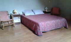 Une chambre grd lit