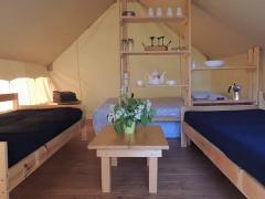 Intérieur d'une tente