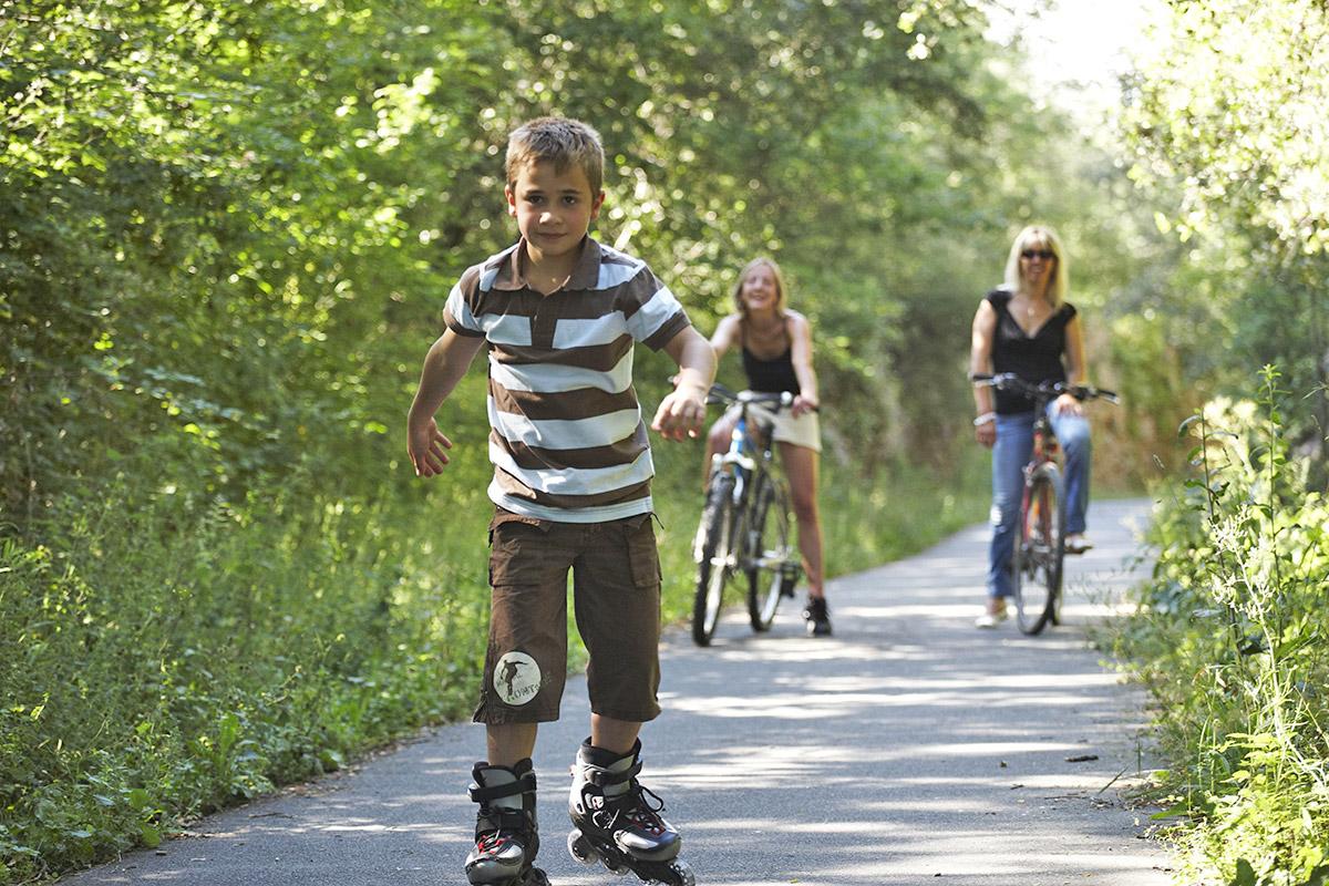 V lo en famille sur la voie verte promenade quercy p rigord for Dans cette voie